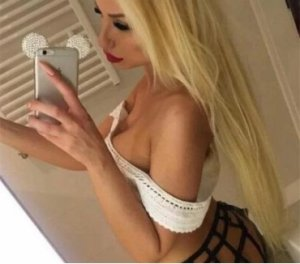 Soumia escorts in Dublin